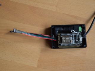 ESP8266 (als NodeMCU) in einer Strapubox plus Netzkabel