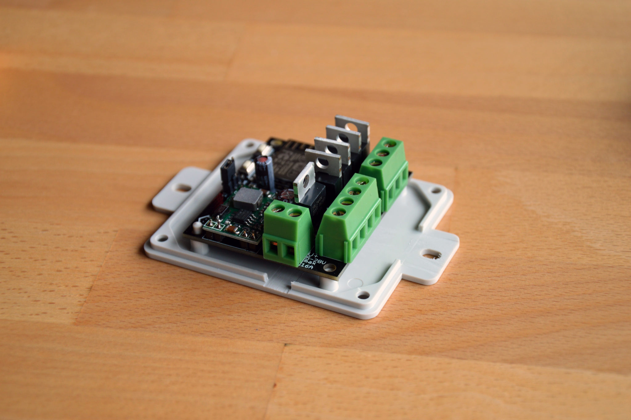 RGBWW Controller Platine in Strapubox Gehäuse