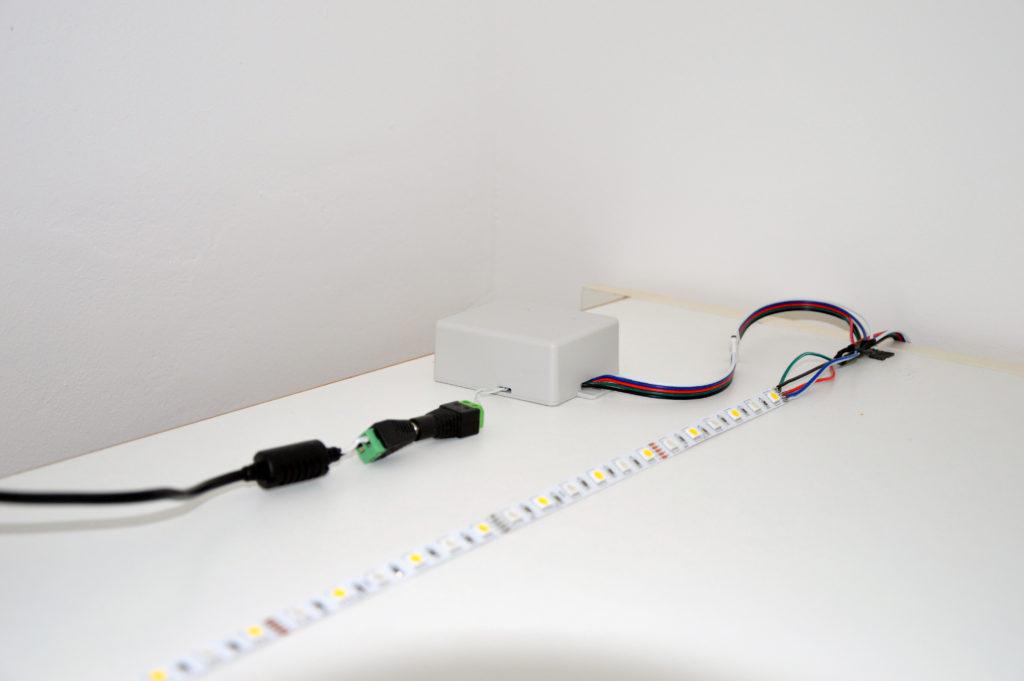RGBWW LED Controller mit Netzteil und LED Streifen
