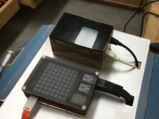 Raspberry Pi in Gehäuse auf einer Aluplatte montiert