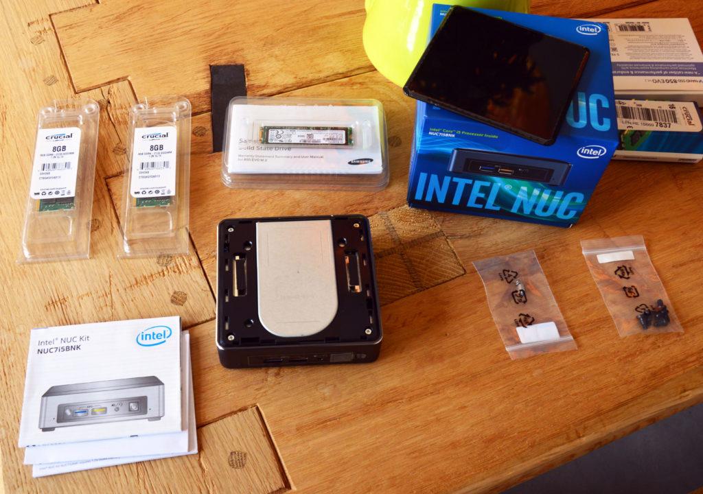 Intel Nuc mit abgenommenem Cover